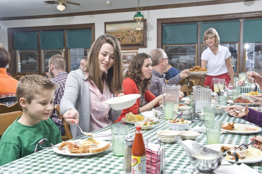 Family-Style-Dining-in-Lancaster-County